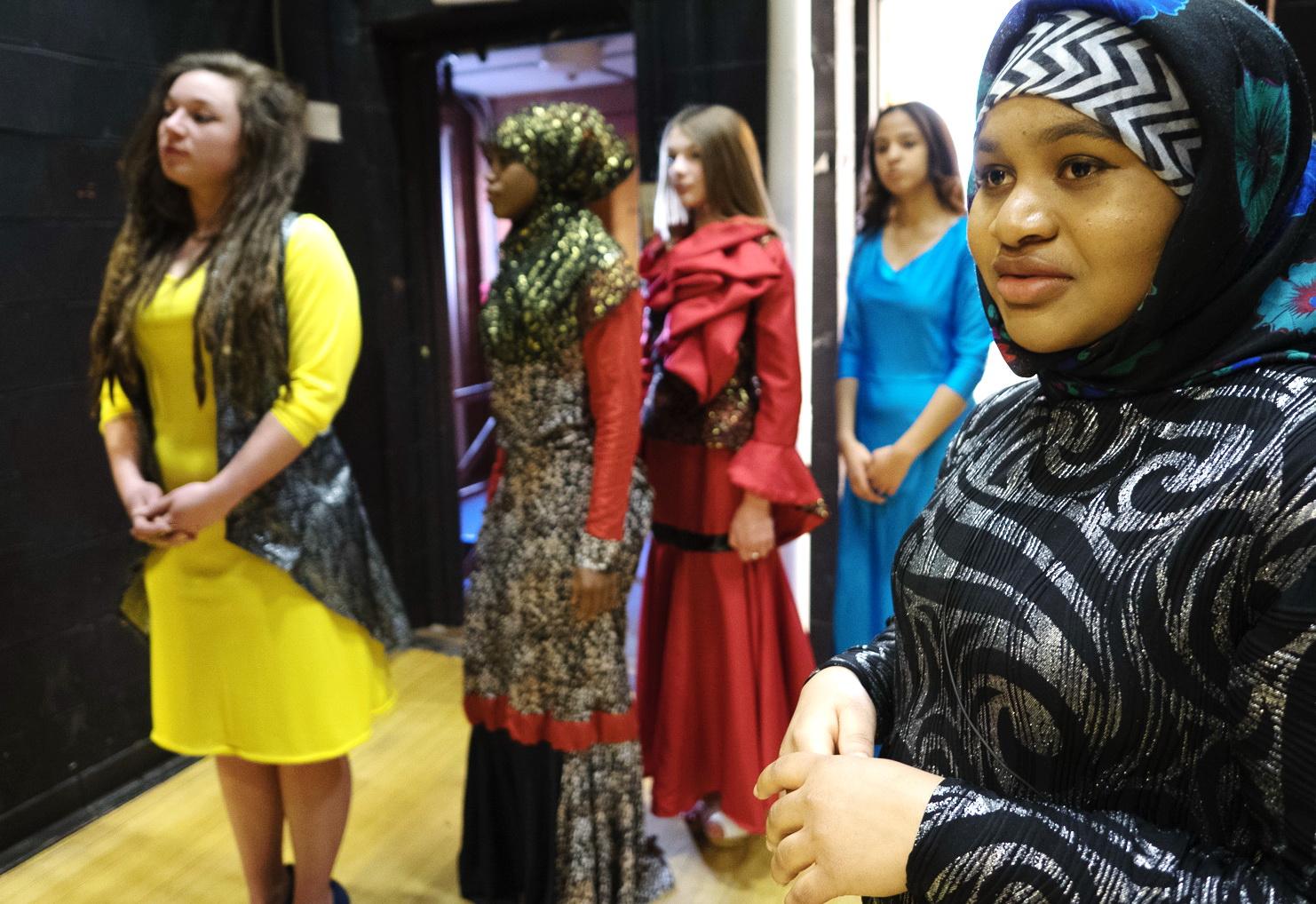 Fashioning a Dialogue - AramcoWorld